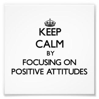 Guarde la calma centrándose en actitudes positivas fotografías