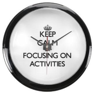 Guarde la calma centrándose en actividades relojes aqua clock
