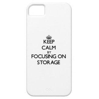 Guarde la calma centrándose en almacenamiento iPhone 5 carcasas