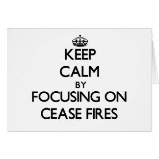 Guarde la calma centrándose en altos el fuego tarjeta pequeña