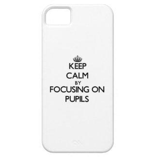 Guarde la calma centrándose en alumnos funda para iPhone 5 barely there