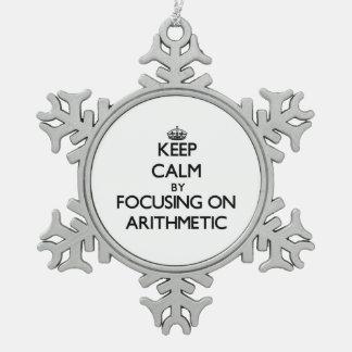 Guarde la calma centrándose en aritmética adorno de peltre en forma de copo de nieve