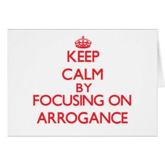 Guarde la calma centrándose en arrogancia felicitacion
