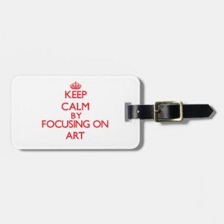 Guarde la calma centrándose en arte etiquetas maleta