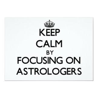 Guarde la calma centrándose en astrólogos invitación 12,7 x 17,8 cm