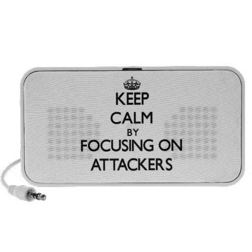 Guarde la calma centrándose en atacantes portátil altavoces