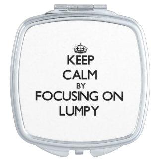 Guarde la calma centrándose en aterronado espejos de maquillaje