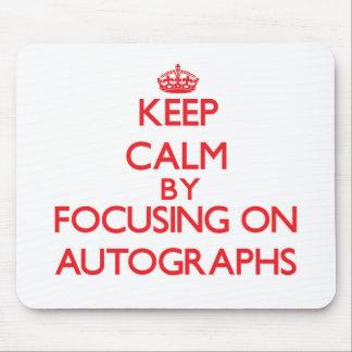 Guarde la calma centrándose en autógrafos mouse pads