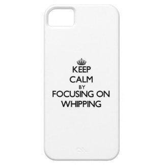 Guarde la calma centrándose en azotar iPhone 5 Case-Mate coberturas