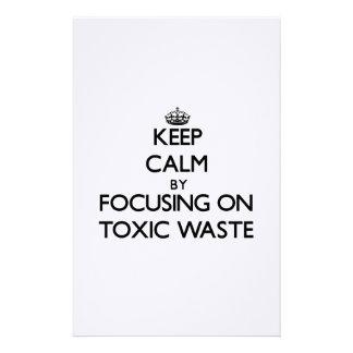Guarde la calma centrándose en basura tóxica