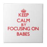 Guarde la calma centrándose en bebés azulejo