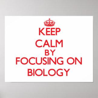Guarde la calma centrándose en biología poster