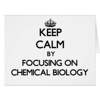 Guarde la calma centrándose en biología química felicitaciones