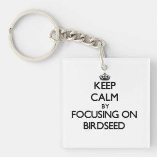 Guarde la calma centrándose en Birdseed Llavero Cuadrado Acrílico A Una Cara