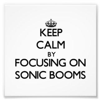 Guarde la calma centrándose en boomes sónicos fotografias