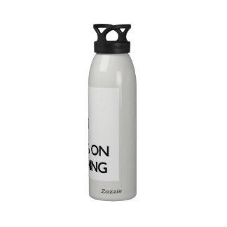 Guarde la calma centrándose en Brandishing Botellas De Agua Reutilizables