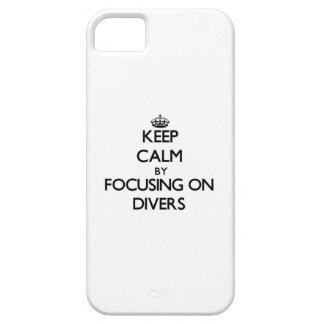 Guarde la calma centrándose en buceadores iPhone 5 carcasas