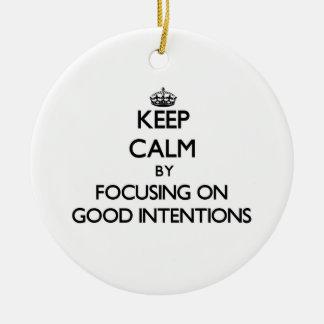 Guarde la calma centrándose en buenas intenciones adorno redondo de cerámica