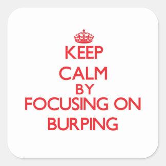 Guarde la calma centrándose en Burping Calcomanía Cuadrada Personalizada