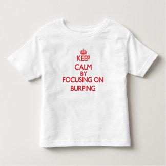 Guarde la calma centrándose en Burping T Shirt