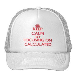 Guarde la calma centrándose en calculado gorros bordados