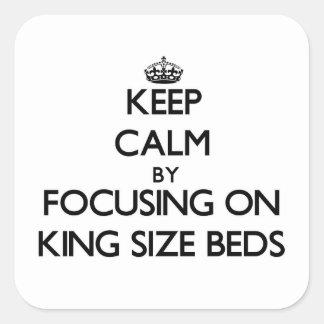 Guarde la calma centrándose en camas gigantes calcomanía cuadradas personalizadas