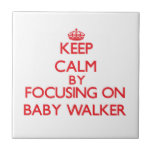 Guarde la calma centrándose en caminante del bebé tejas  ceramicas