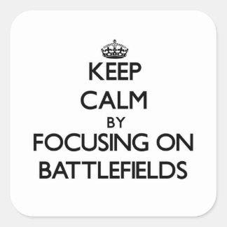 Guarde la calma centrándose en campos de batalla colcomanias cuadradas