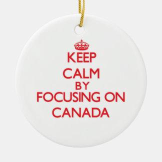 Guarde la calma centrándose en Canadá Adorno Para Reyes