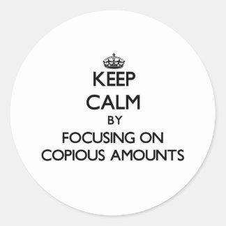 Guarde la calma centrándose en cantidades copiosas pegatina redonda