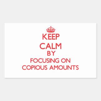 Guarde la calma centrándose en cantidades copiosas rectangular pegatina