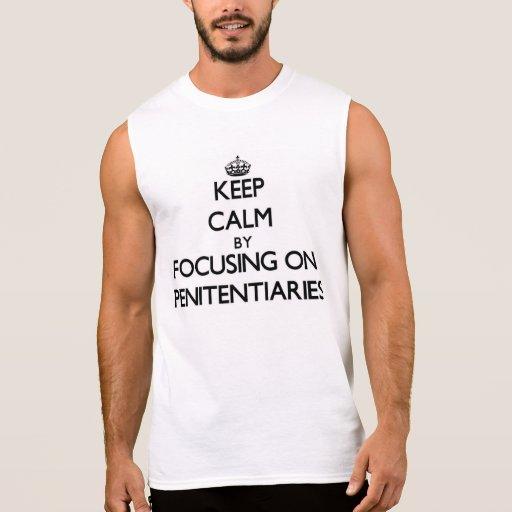 Guarde la calma centrándose en cárceles camisetas sin mangas