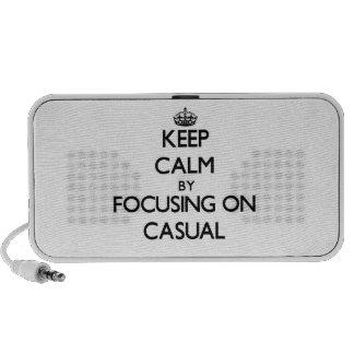 Guarde la calma centrándose en casual laptop altavoces