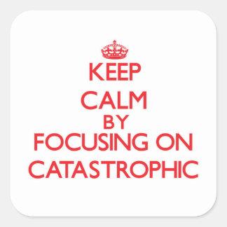 Guarde la calma centrándose en catastrófico calcomanía cuadrada personalizada
