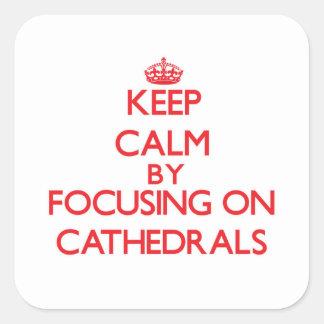 Guarde la calma centrándose en catedrales pegatina cuadrada