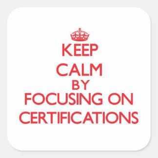 Guarde la calma centrándose en certificaciones calcomanía cuadrada