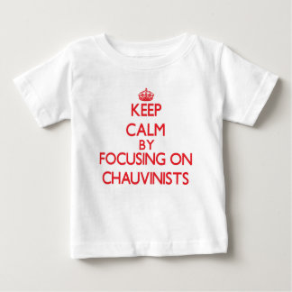 Guarde la calma centrándose en chauvinista tee shirt