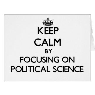 Guarde la calma centrándose en ciencia política tarjeta de felicitación grande