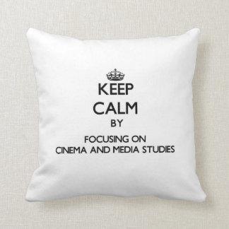 Guarde la calma centrándose en cine y estudios de almohada