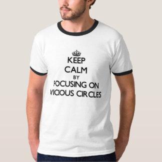 Guarde la calma centrándose en círculos viciosos remeras