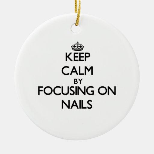 Guarde la calma centrándose en clavos ornamentos de navidad