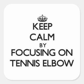 Guarde la calma centrándose en codo de tenis pegatina cuadrada