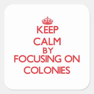 Guarde la calma centrándose en colonias pegatina cuadrada