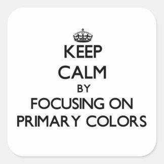 Guarde la calma centrándose en colores primarios pegatinas cuadradases