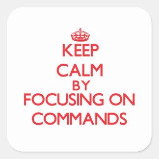 Guarde la calma centrándose en comandos pegatina cuadrada