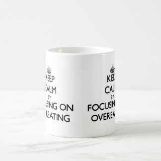 Guarde la calma centrándose en comer excesivamente tazas