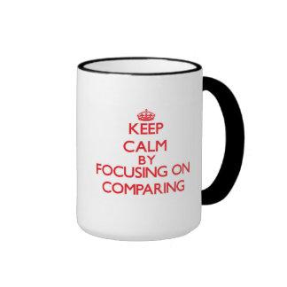 Guarde la calma centrándose en comparar taza a dos colores