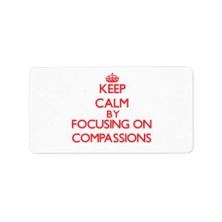 Guarde la calma centrándose en compasiones etiquetas de dirección