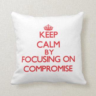 Guarde la calma centrándose en compromiso cojin
