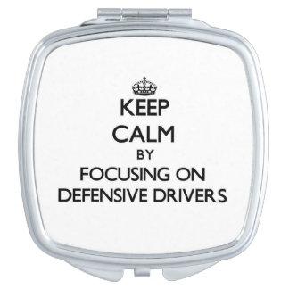 Guarde la calma centrándose en conductores defensi espejos de maquillaje